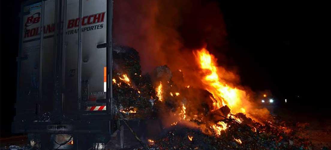 La A-23 cortada en Segorbe a causa de un camión en llamas