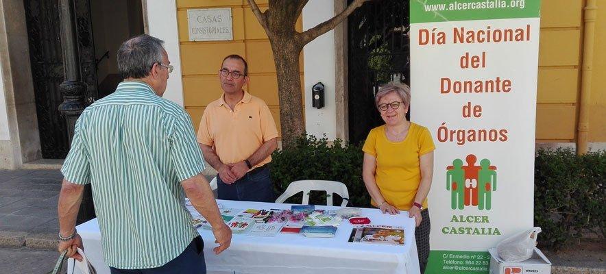 Voluntarios de Alcer instalan un puesto informativo en Segorbe