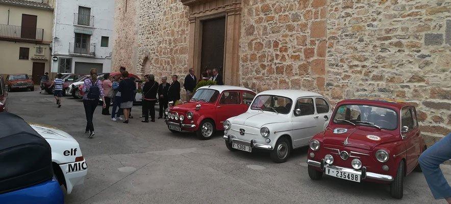 Casi medio centenar de coches clásicos se dan cita en Gaibiel