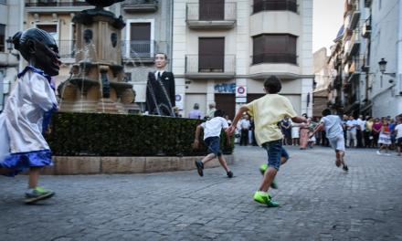 Gigantes y Cabezudos salen a la calles para anunciar el Corpus