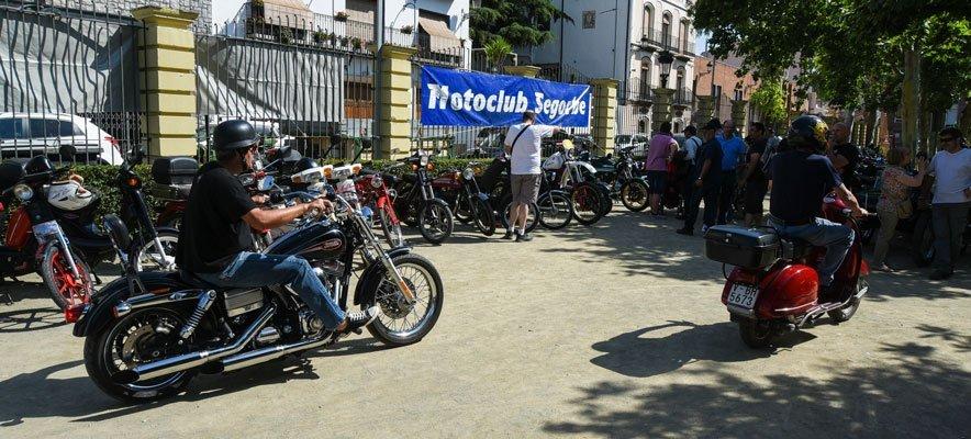 Concentración de más de un centenar de motos y coches clásicos en Segorbe