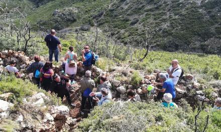 Una treintena de personas visitan las Trincheras de la Torrecilla de Altura