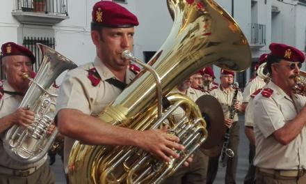 Jérica acogió ayer un brillante concierto y pasacalle militar