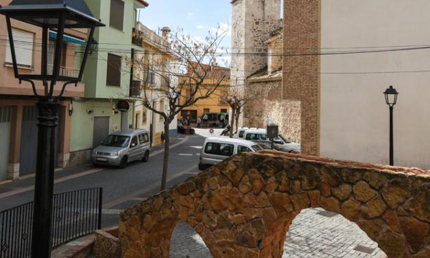 Geldo y Gaibiel apuestan por la cerámica en la ornamentación urbana