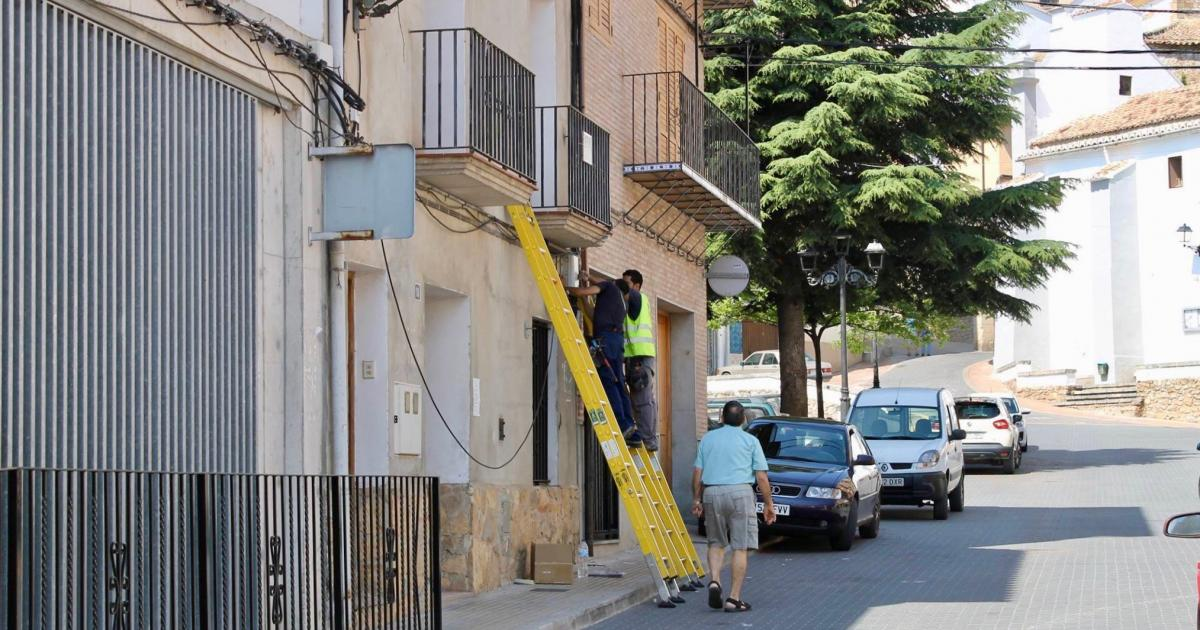 Los vecinos de Bejís acceden a la red gratuita  wi-fi 135