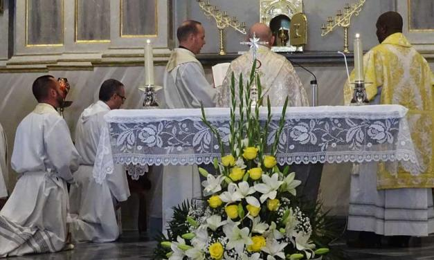 El obispo presidió la reapertura del templo de Vall de Almonacid