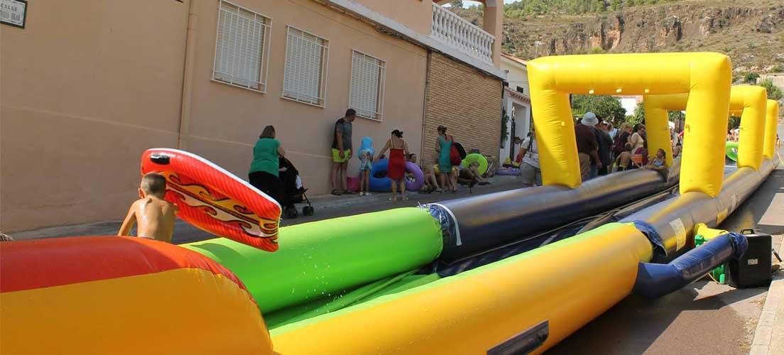 Diputación lleva parques infantiles a 24 pueblos de la comarca