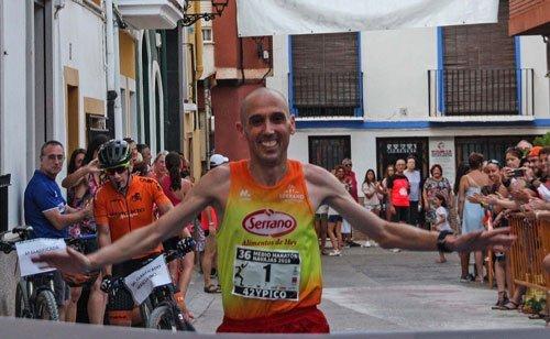 La segorbina Amparo Escrich gana la Media Maratón de Navajas