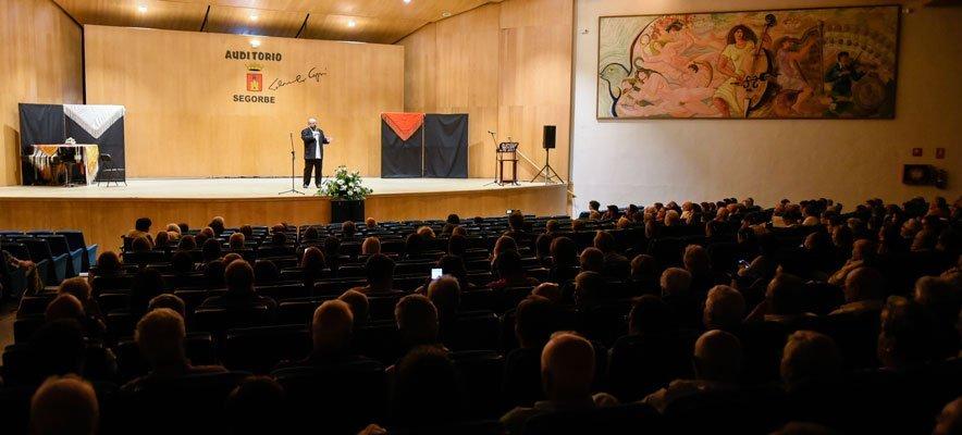 María Carot y su Corte ofrecen un homenaje a los mayores