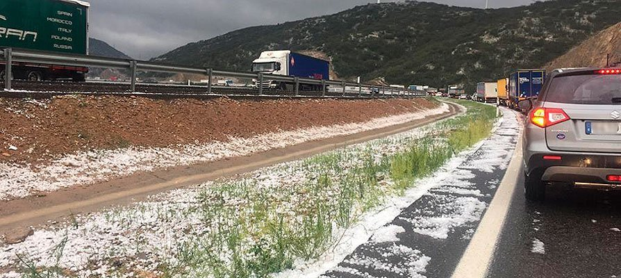 El granizo paraliza la A-23 y deja 400.000 € de daños en Viver