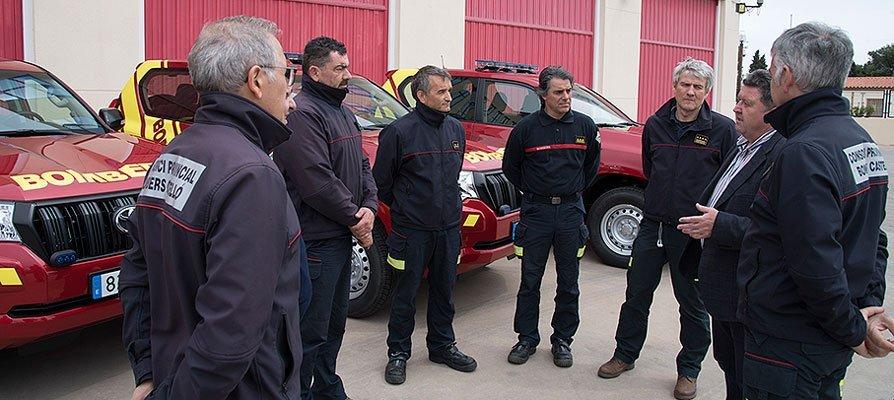 Los bomberos trabajan sin descanso en las incidencias del temporal