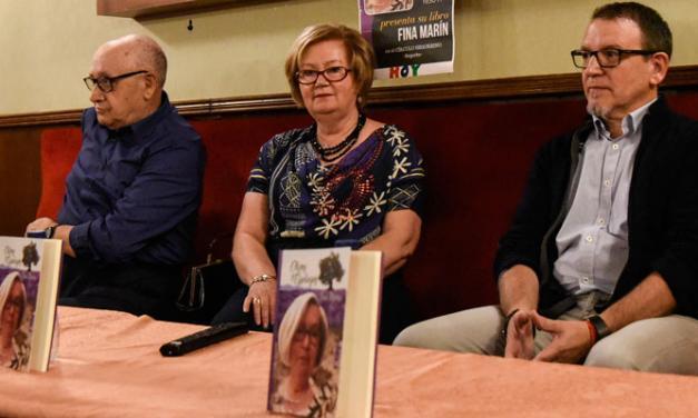 """Fina Marín presenta su libro """"Olivos y Espliegos"""""""