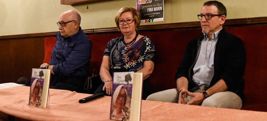 Fina Marín presenta su libro «Olivos y Espliegos»