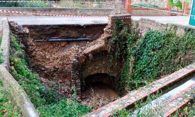La lluvia provoca desplomes en el puente de La Jarea de Altura