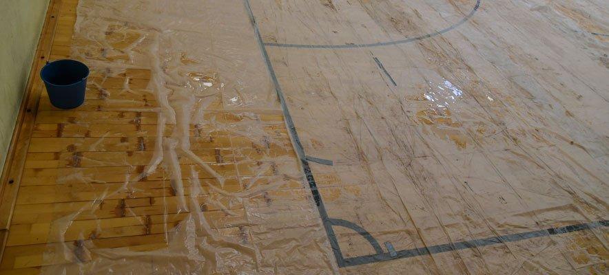 Suman la reparación del parqué a la renovación del techo del polideportivo