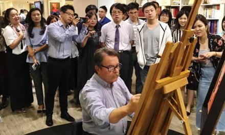 El artista Luis Bolumar triunfa en Asia