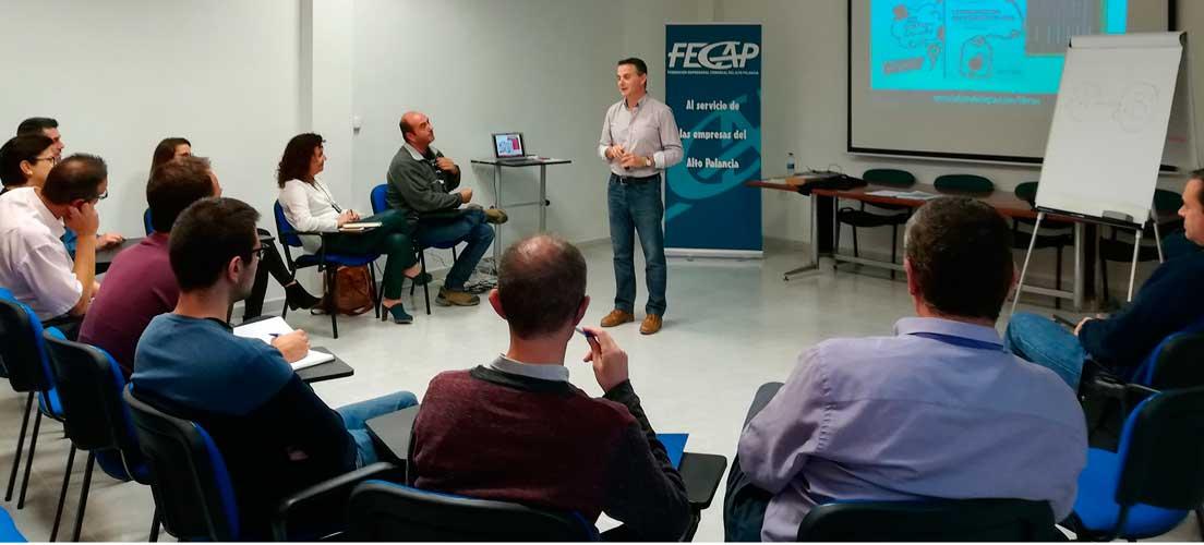 Manuel Amat ofrece una charla a los comerciantes de ACAP