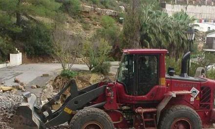 Los Bomberos sacan a una mujer de debajo de un tractor