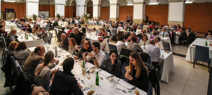 Más de un centenar de jubilados comen en el Hotel Martín El Humano