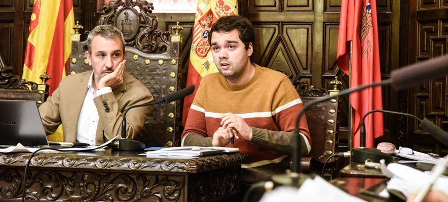 Máñez intenta justificar los 3 meses sin profesor denunciados por el PP