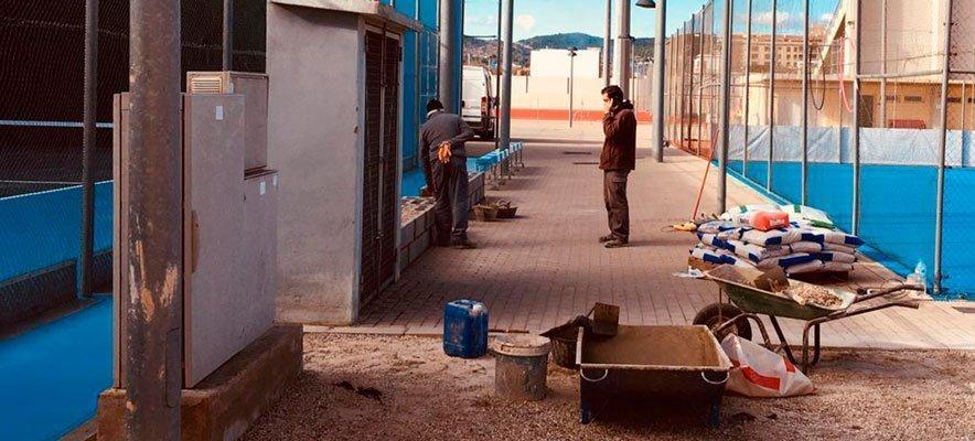 Labores de mantenimiento en la ciudad Deportiva de Segorbe