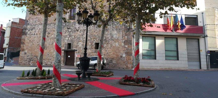 Alumnos del IES Alto Palancia decoran en Soneja la plaza del Mesón
