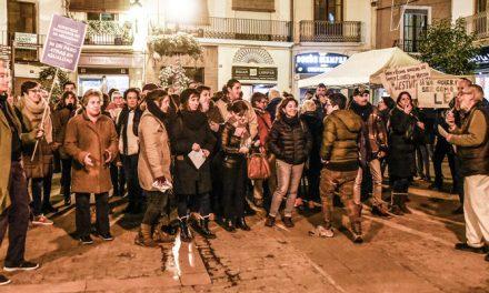 Un centenar de  personas hace escrache a la presentación de Vox en Segorbe