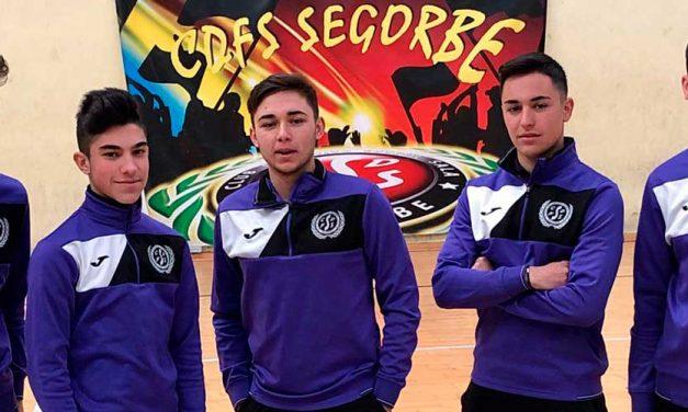 Jugadores y entrenador del CDFS acuden a las previas del Campeonato de España