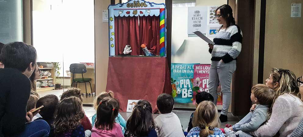 Los niños de «Yo solito» visitan Servicios Sociales