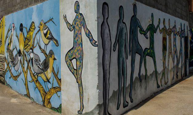Geldo anima a los vecinos a que pinten murales en sus fachadas