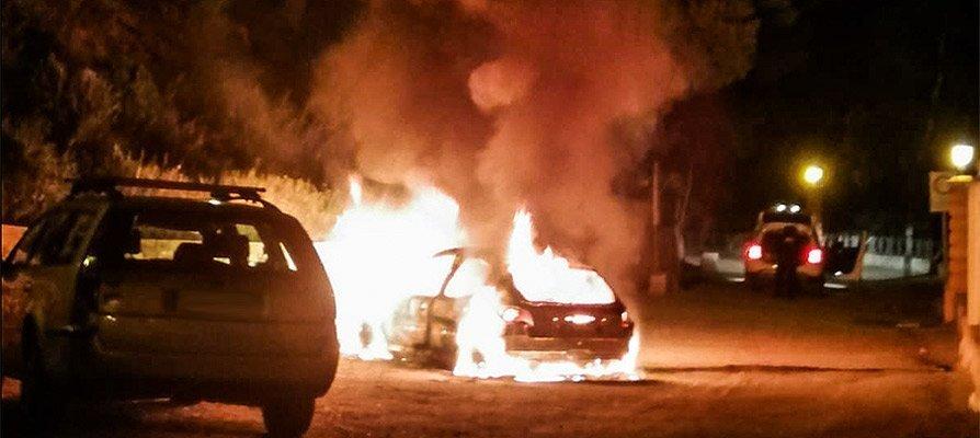 Arde un coche en el paseo de Sopeña de Segorbe