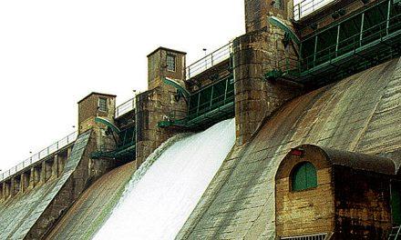 La CHJ abre la presa del pantano del Regajo