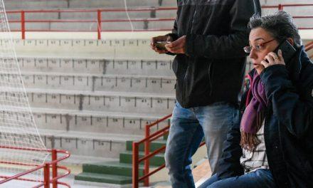 La obstrucción de una bajante provocó goteras en el polideportivo