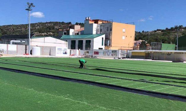 Jérica invierte 230.000 € en colocar césped artificial en Randurías