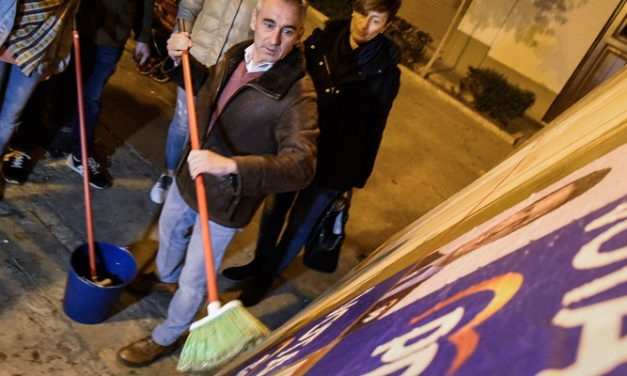 Barrachina y Magdalena coinciden en la pegada de carteles electorales