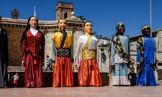 Los Gigantes de Segorbe estrenan coloridos trajes