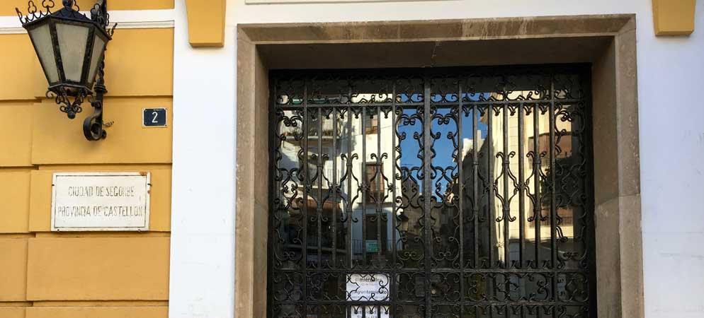 Los  Ayuntamientos cierran sus puertas por Santa Rita