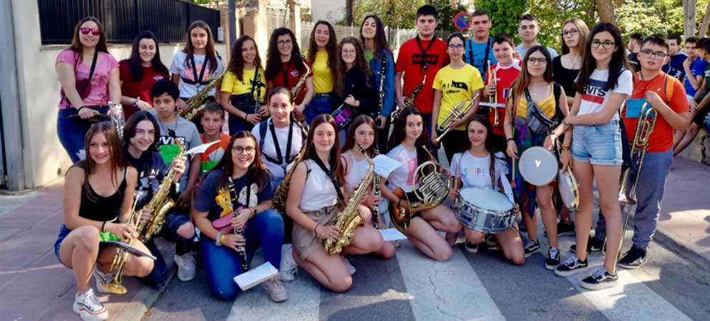 Les Trobades d'escoles en Valencià han animado hoy las calles de Navajas