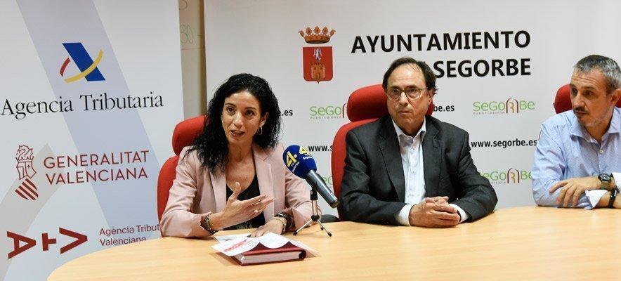 Vicent Soler visita la oficina temporal de la ATV de Segorbe