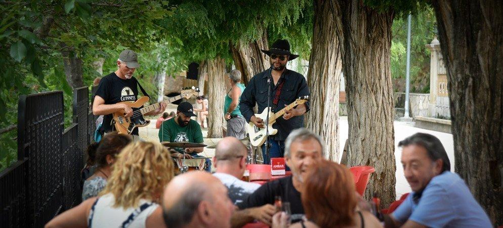 El Restaurante 50 Caños ofrece  «Tapeo con música» las mañanas de domingo