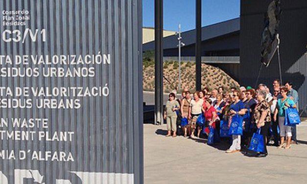 La planta de tratamiento de residuos de Algímia en visitada por los usuarios