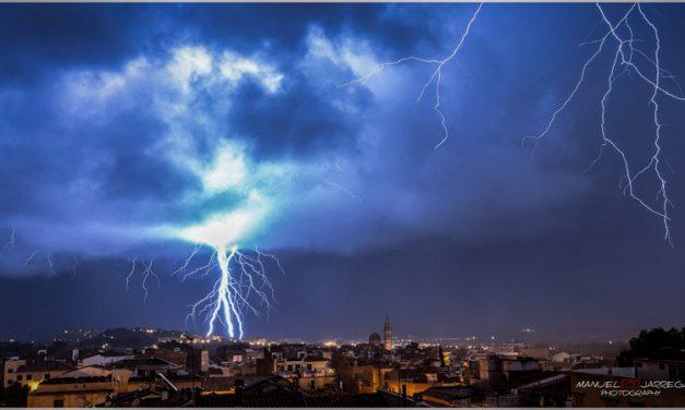 El temporal provoca cortes de luz, perdida de señal de TV y arrastre de tierras