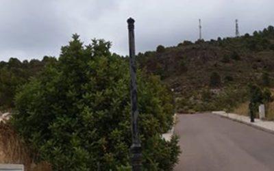 Un vecino de Castellnovo evidencia con fotos el mal estado de las calles