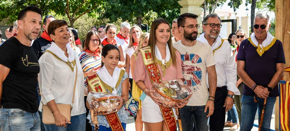 Las Reinas inauguran la Feria del Jamón y del Embutido