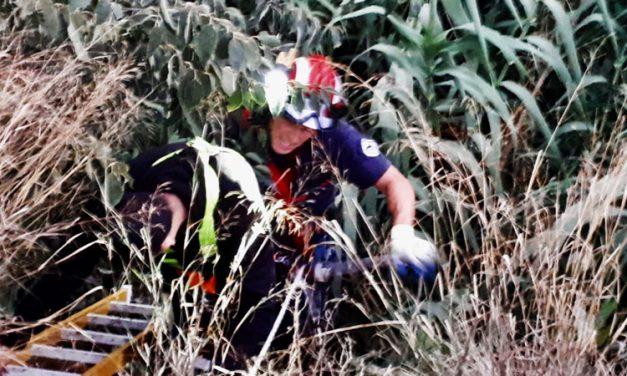 Los bomberos sacan a tres jóvenes de un barranco de Segorbe