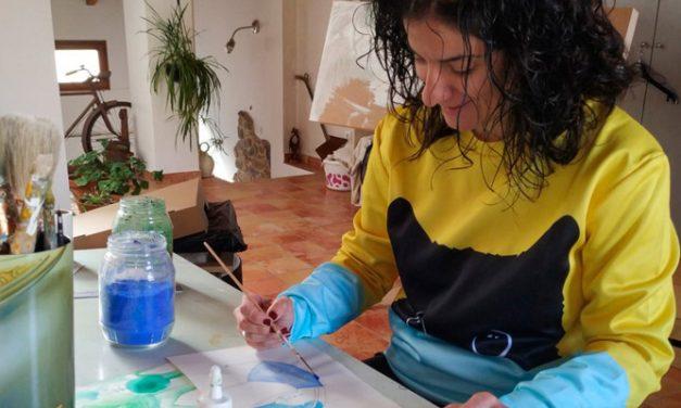 Meluca ilustra las placas de la red de municipios contra la violencia de género