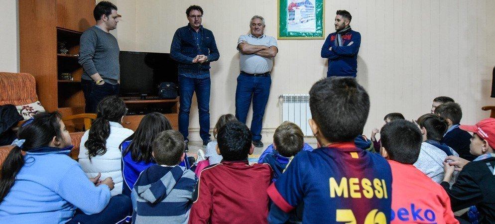 La peña barcelonista de Segorbe visita el Centro Fray Luis Amigó