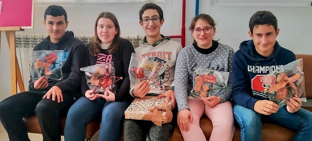 Alumnos del IES Cueva Santa hacen la Navidad más bonita