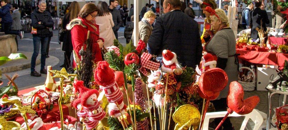 El Ayuntamiento de Altura reparte alfombra roja a comercios y bares para engalanar las calles