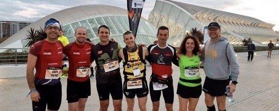 Amplia representación del Saltamontes en la Maratón de Valencia